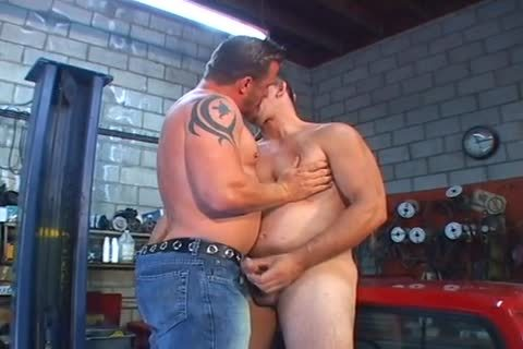 Erik York & Joe Romero Give homo Tuneups In The Garage!
