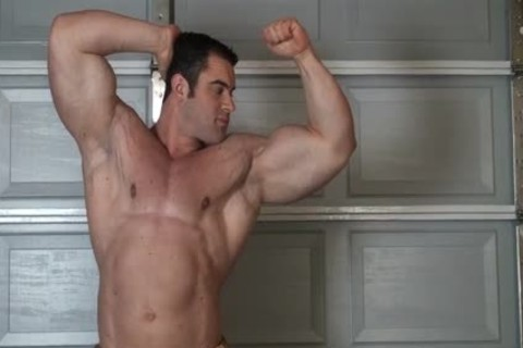 Muscle lad in nature's garb Stripping