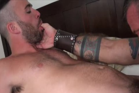 10-Pounder Hungry Athlete Takes A daddy bare dick