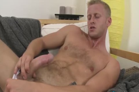 yummy Denis Reed Working Out A Messy Load Out Of his testicles