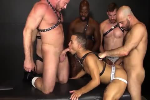 RR - naughty N bare Daddy group-sex!