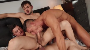 sofa And penis Fest - Johnny Rapid and Collin Simpson 18 Hook up