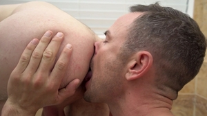 FamilyDick: Trent Summers licking penis & rimming in the bath