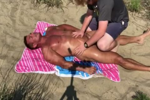 Dilf pounded On The Beach