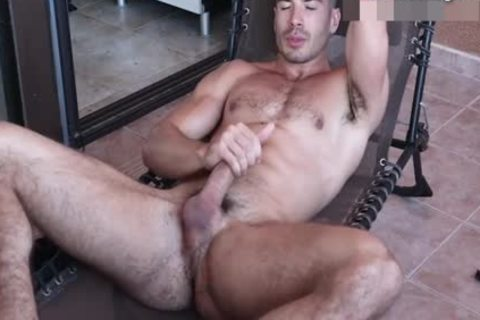 delicious Body Builder Hunk Toying wazoo On cam