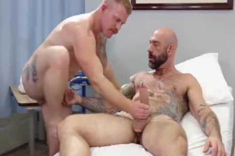 homo Sex : Drew Sebastian & Nurse Ginger Piercing Bear (naked)