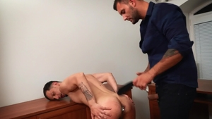 BROMO.com - Muscled David Lee need fingering