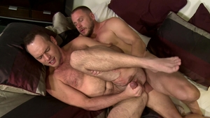 MenOver30.com: Hans Berlin masturbating in the morning