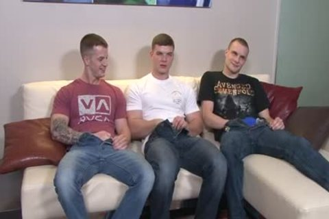 Muscle homosexual 3some - ?